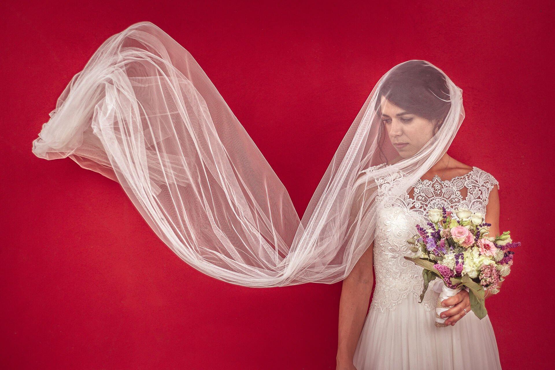 matrimonio sposa velo rosso alain battiloro fotografo