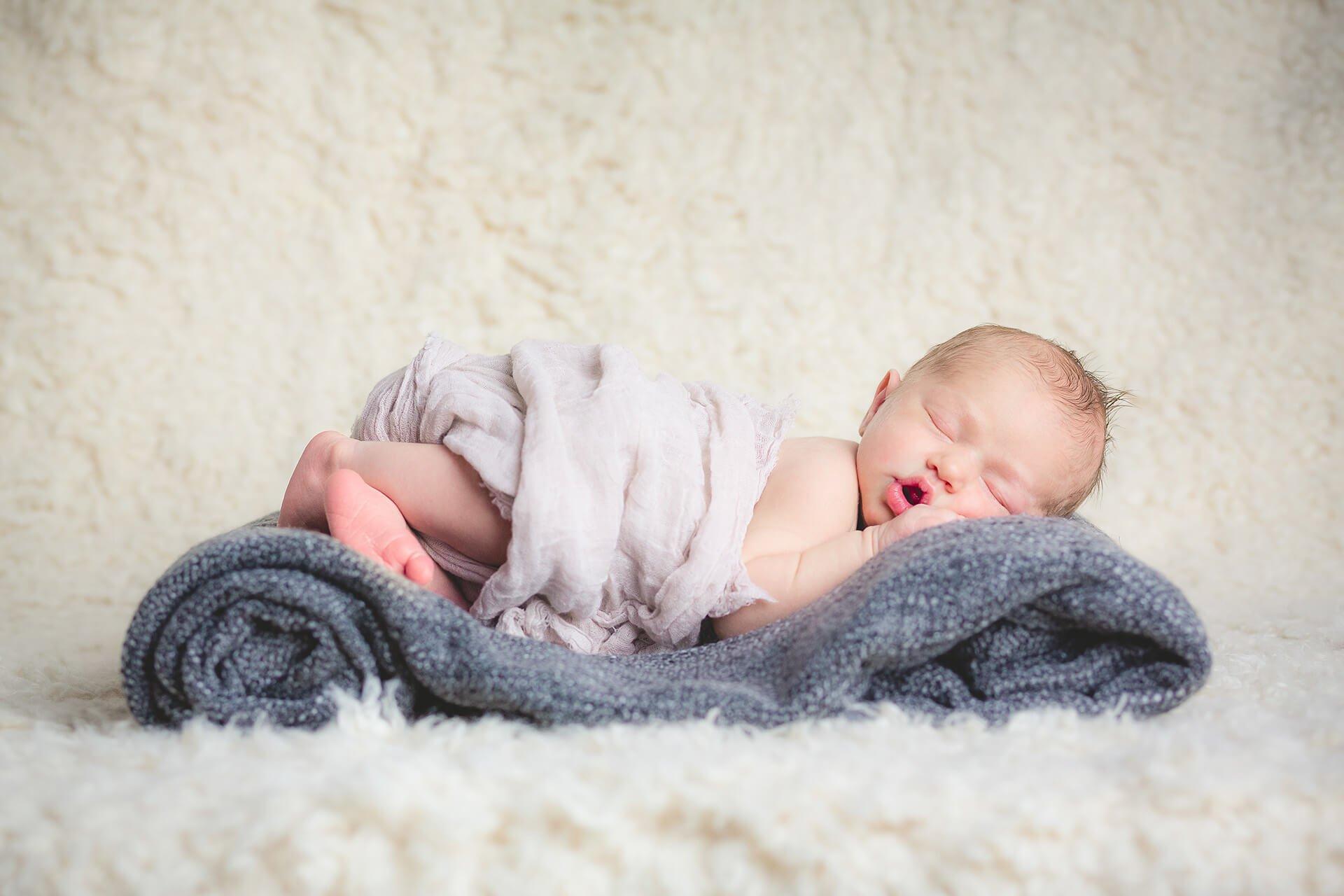 newborn dorme alain battiloro fotografo